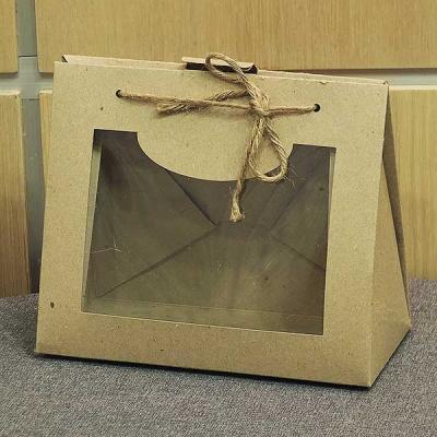 Бурая коробка с прозрачным окном.
